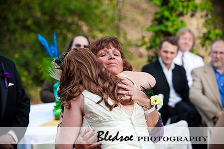 """Brides hugs her mother"""
